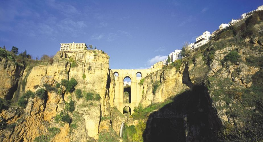 Look down on the famous Tajo Gorge from the town. (Photo: M. A. Toro / Turismo Costa del Sol)